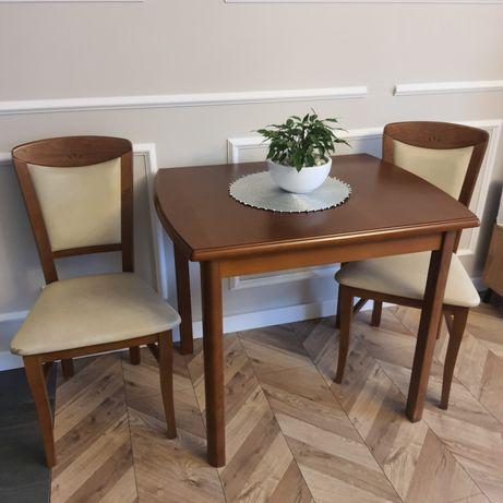 Stół plus dwa krzesła