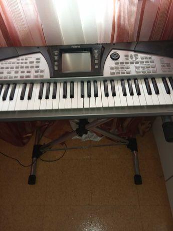 Vendo teclado Roland  E 50  com cartao sd  e muitos ritimos