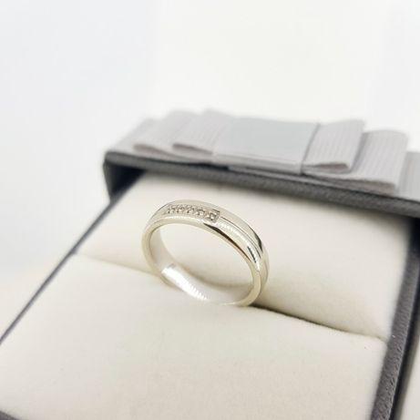 Złoty pierścionek z białymi kamieniami pr. 375, rozmiar 12