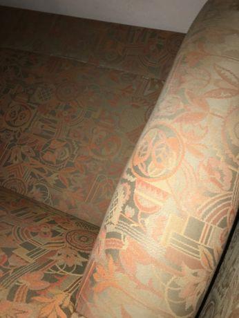 2 Sofás de dois lugares cada um, boa estrutura. Com 8 almofadas.