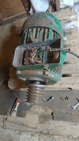 Продам електродвигун 15 квт