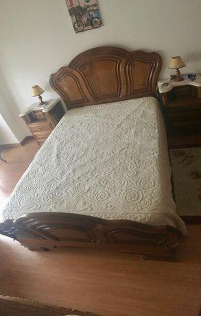 Mobília de quarto em madeira maciça