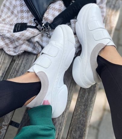 Женские белые кожанные кроссовки на липучках