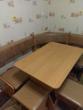 Кухонний куточок, стіл