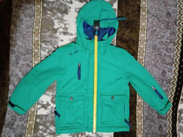 Продам недорого детскую демисизонную курточку на мальчика, р.104.