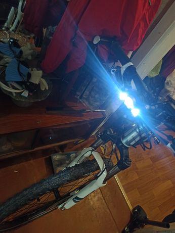 вело фара с креплением диод T6