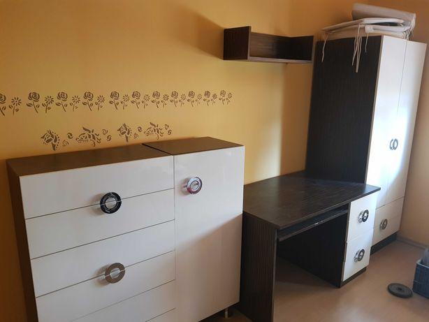 Zestaw mebli, białe: szafa, komoda, szafka, biurko, półka