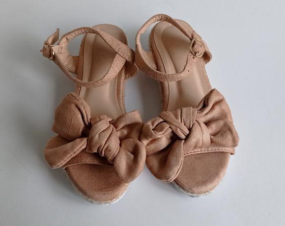 Sandálias com laços