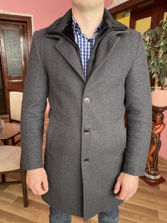 Зимове чоловіче пальто