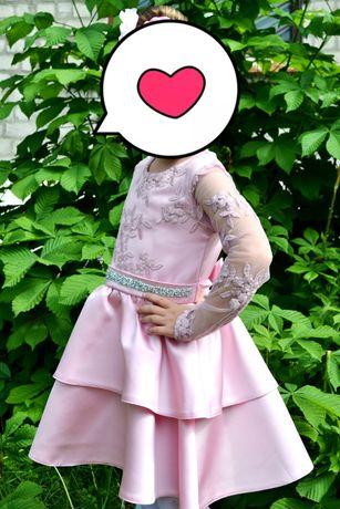 Продам красивое праздничное платье 4,5,6 лет