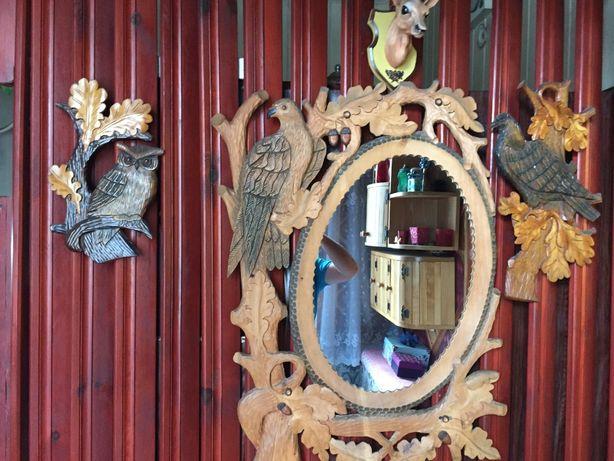 Rzeźbione drewniane lustro i ozdoby z drewna - dla pasjonata