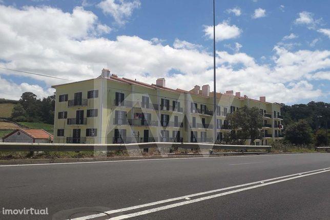 Vende Apartamento T 4 Duplex Com Lugar De Garagem
