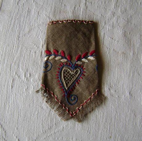 Lenço de bolso Coração de Viana bordado - linho