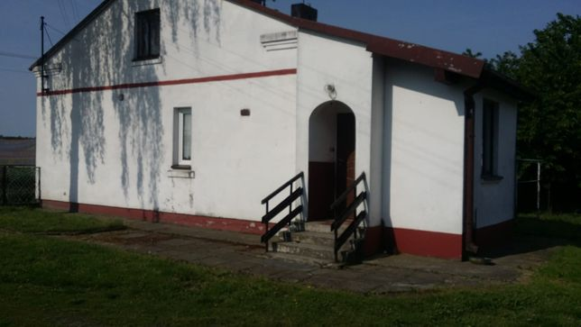 Dom z budynkami gospodarczymi w Pawlikowicach (Krośniewice/Kutno)