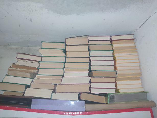 Продам сборники томов Агата Кристи. Дюма и т.д