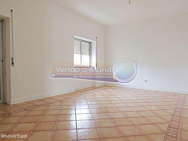 Apartamento T3 em Alhandra (ALH011)
