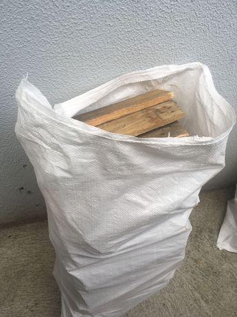 Vendo sacos de lenha