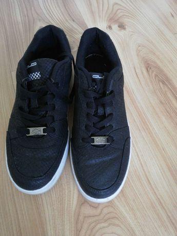Buty czarne sznurowane 39 Graceland