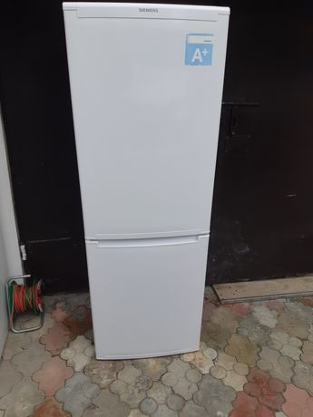 Холодильник двокамерний Siemens