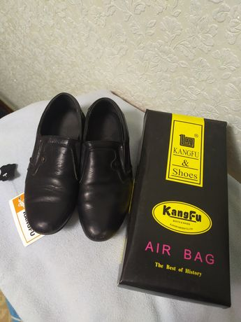 Кожаные черные туфли