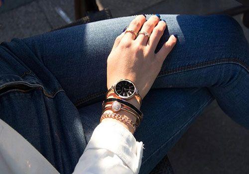 Часы ANNE KLEIN, золото черный циферблат