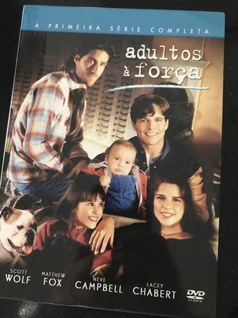 Serie 1 Adultos à Força dvd
