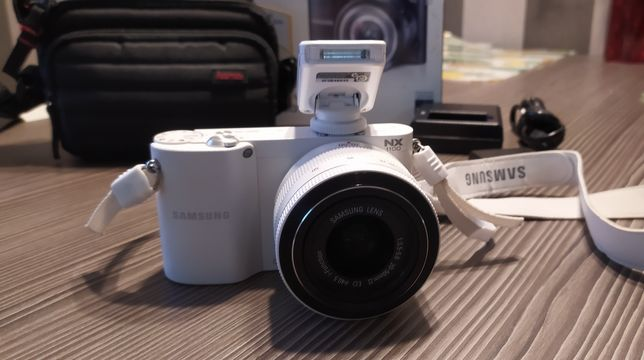 Aparat Samsung NX1100 + obiektyw 20-50MM - bezlusterkowiec