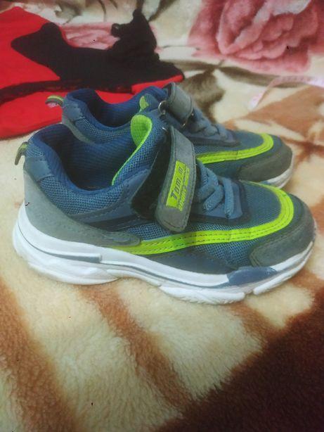Кроссовки Том.М