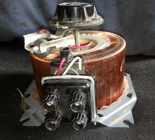 Лабораторный автотрансформатор ЛАТР на 2 ампера. АОСН-2-220-82-УХЛ4