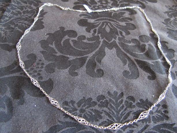 Fio de prata com lindo trabalhado em filigrana. 70 cm.