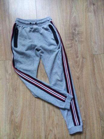 Spodnie dresowe 134