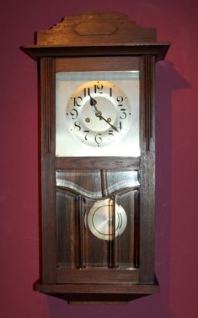 Stary zegar gabinetowy witrażowyPHS pędzący królik