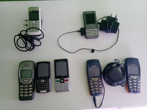 Telefony.