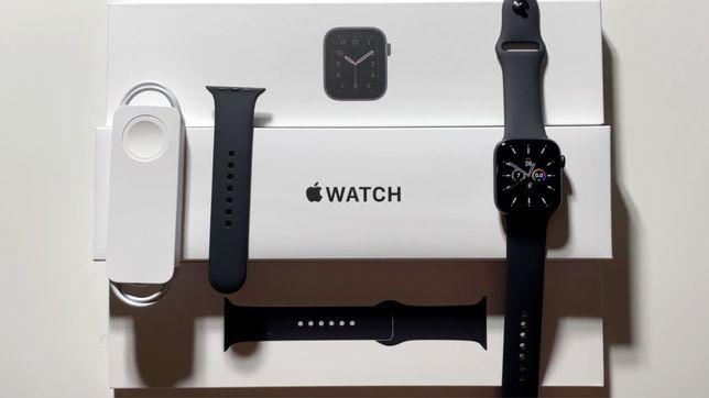 Apple gray 44mm watch Se