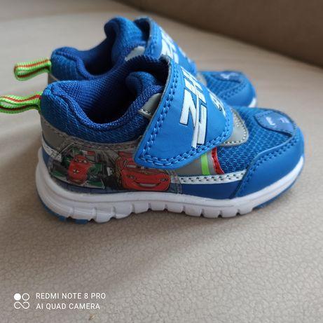 Nowe buty chłopięce 21