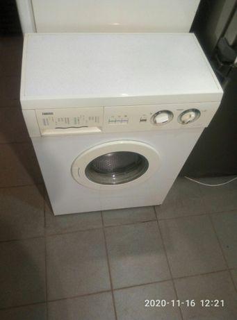 продам стиральную машину Zanussi 4 кг