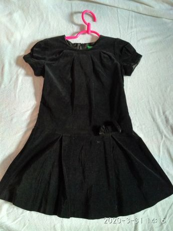 BENETTON czarna aksamitna sukienka zakończenie roku szkoła  r. 116 H&M