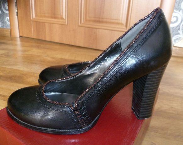 Туфли на устойчивом каблуке.