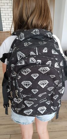 Plecak szkolny duży wielokomorowy pojemny lekki