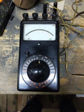Stary bakielitowy miernik prądu