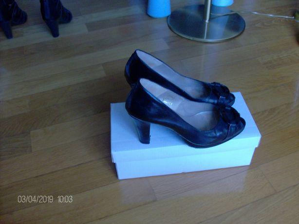 Sapatos de senhora em verniz, pretos nº 36