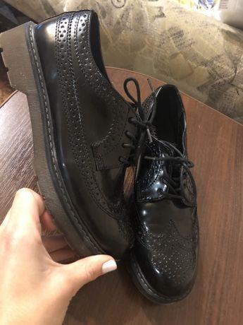 Лаковая новая обувь туфли