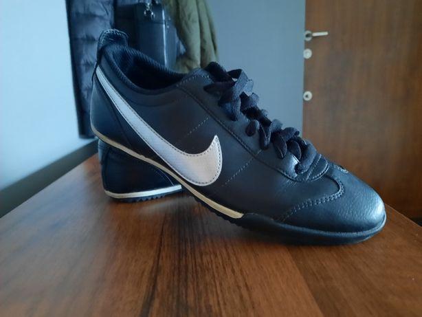 Sprzedam buty Nike r.38