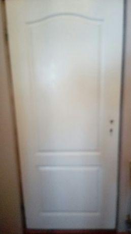 Drzwi do mieszkania domu prawe i lewe