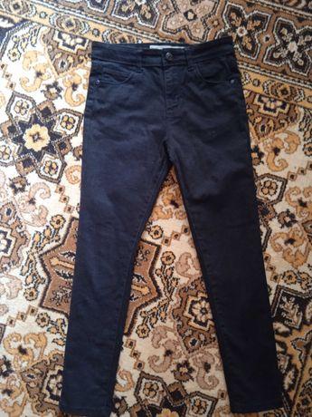 Черные джинсы на мальчика 7-9 лет