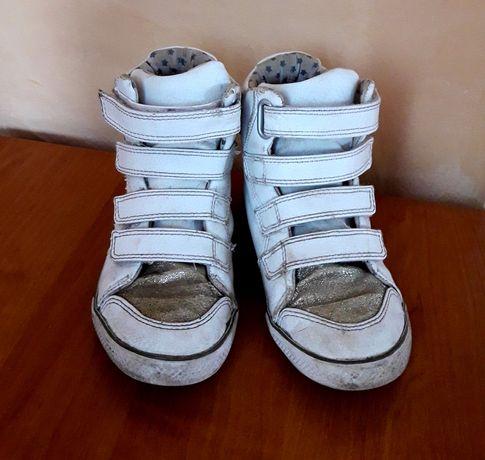 Кроссовки белые, кеды