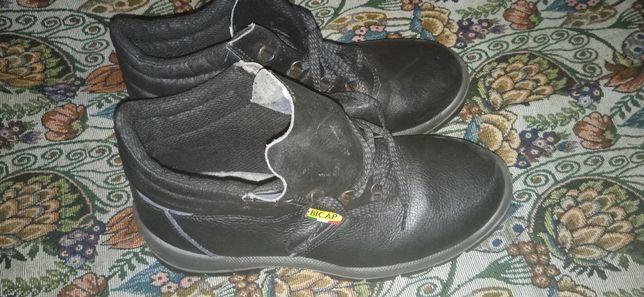 Продам спец обувь,ботинки с железным наконечником