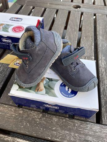 Sapatos criança tamanho 20