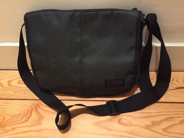 Bolsa Dakine Messenger cinzento.