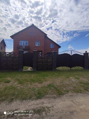 Продаж будинка у Луцьку.